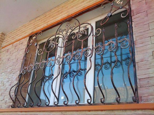 حفاظ نرده پنجره