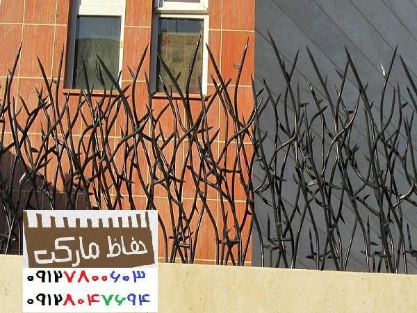 تراکم حفاظ نرده بالای دیوار