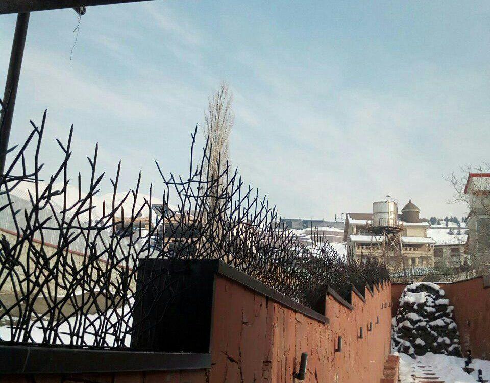 حفاظ شاخ گوزنی در چهارباغ