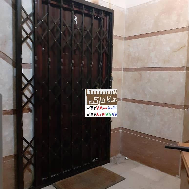 گارد آکاردئونی روی درب